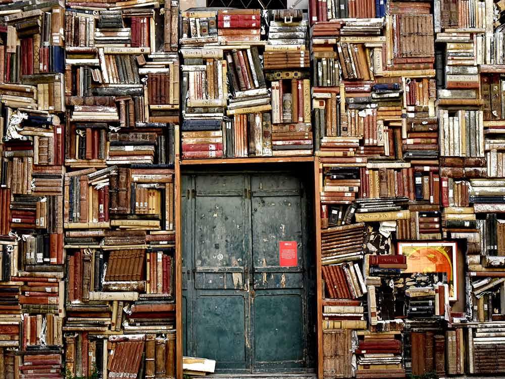muro fatto con i libri
