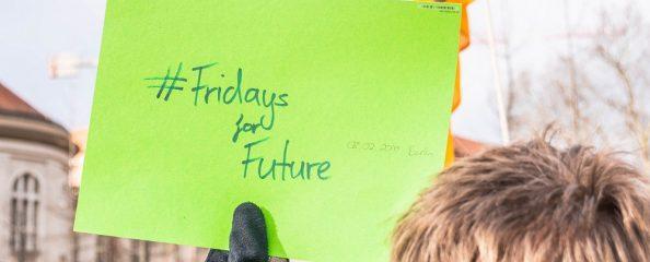 #FridaysForFuture e #ClimateStrike: esserci è la parola d'ordine. Il caso della scuola primaria a Bologna. Cosa succede a Torino e Milano