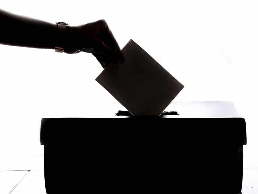 Scheda elettorale dentro l'urna