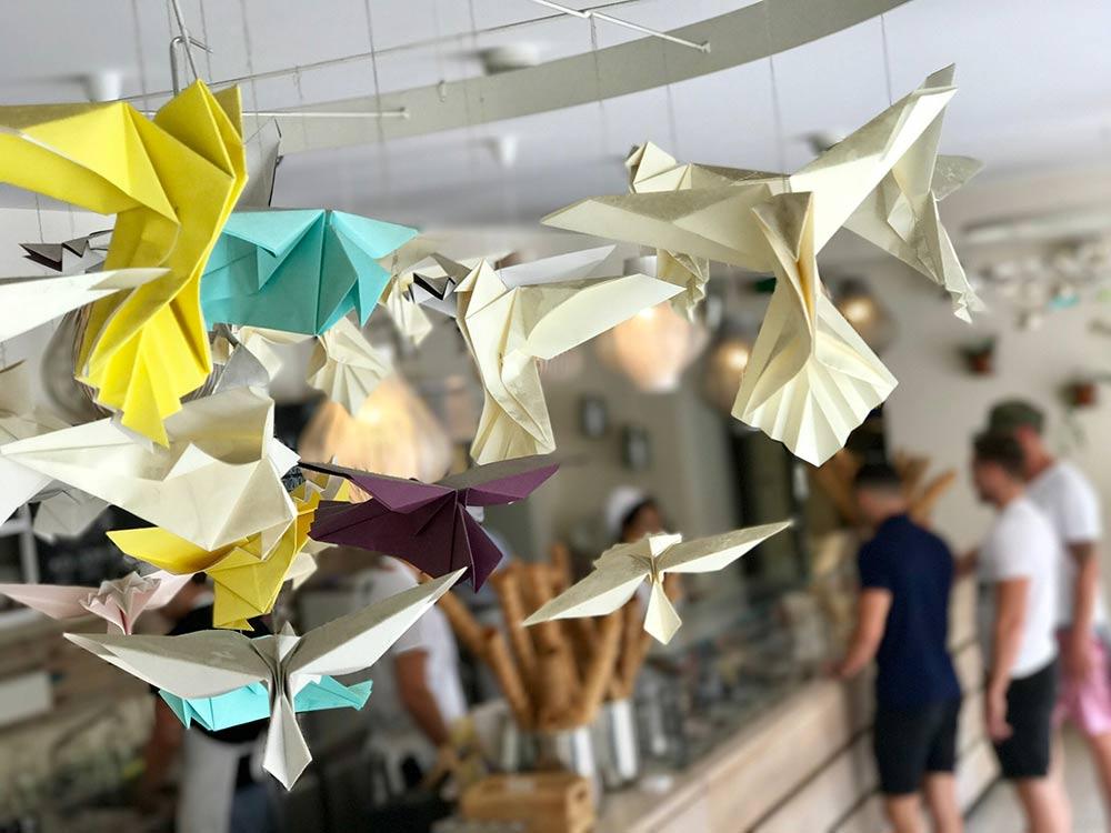 Origami di carta riciclata colorata