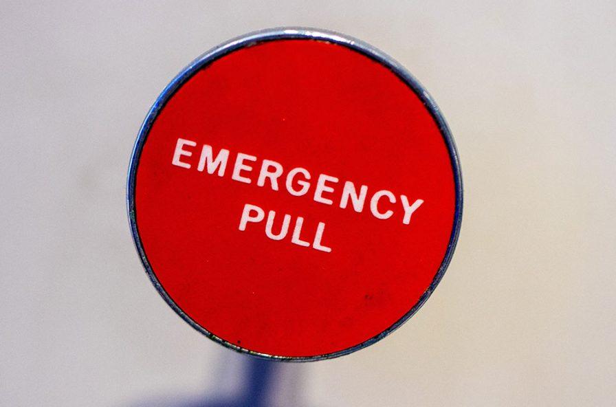 Pulsante rosso, stato di emergenza