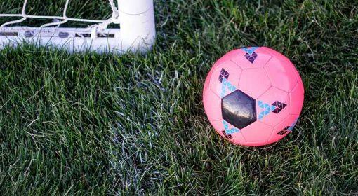 Pallone da calcio rosa