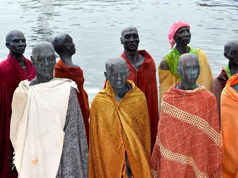 Statue in ricordo dei migranti
