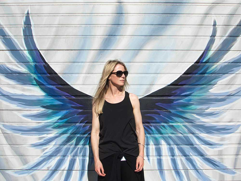Donna con le ali
