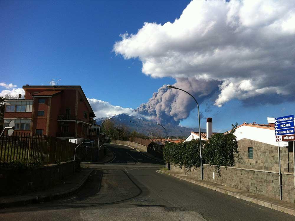 Nuvole di fumo dall'Etna
