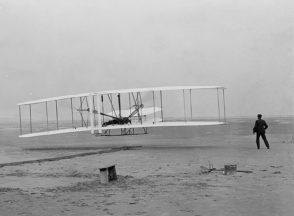 Folli agli occhi dei contemporanei, geni per le generazioni future: i fratelli Wright e l'aviazione