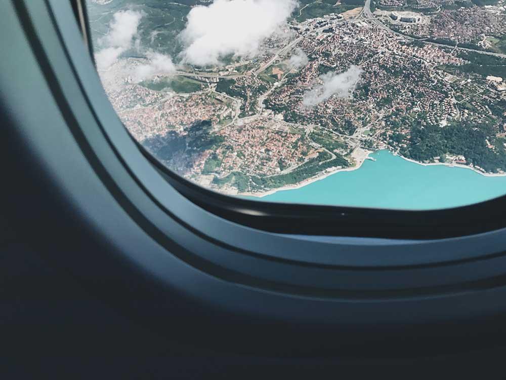 Vista dal finestrino di un aereo