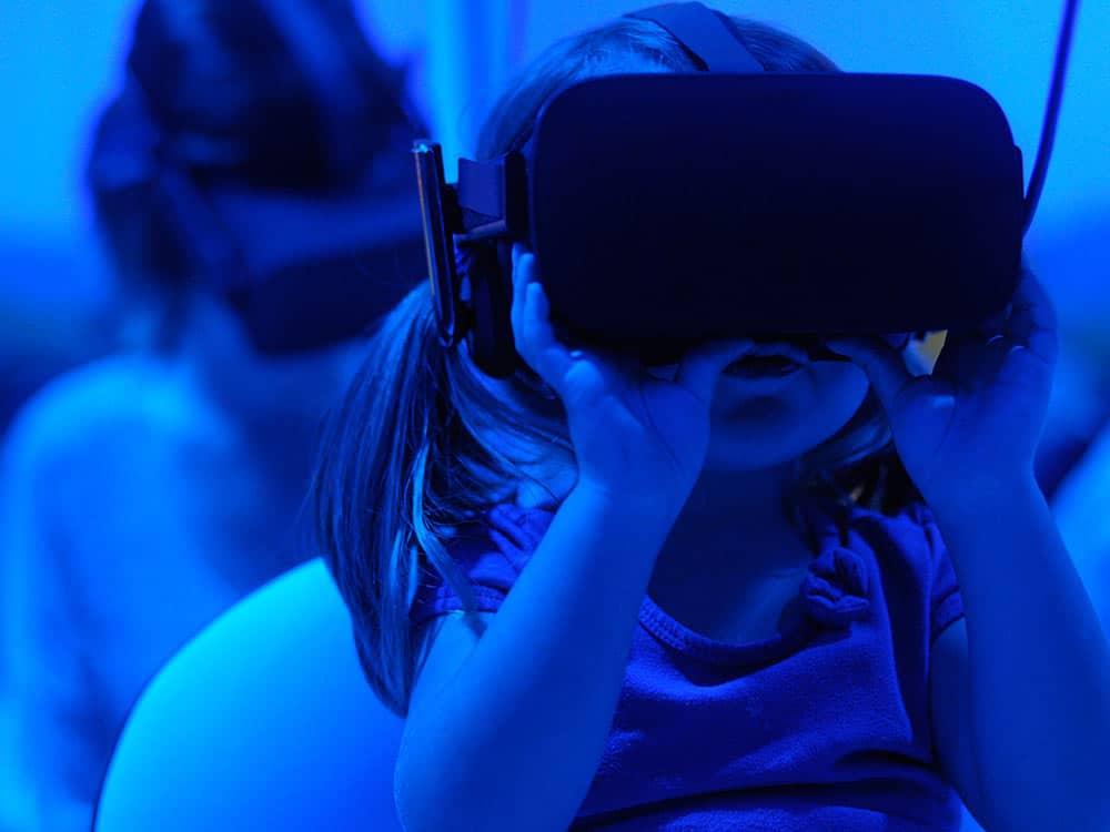 bambina e tecnologia