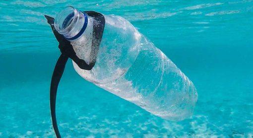Materie plastiche nell'oceano