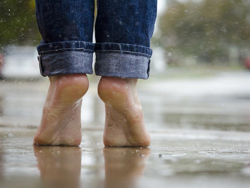 A piedi scalzi