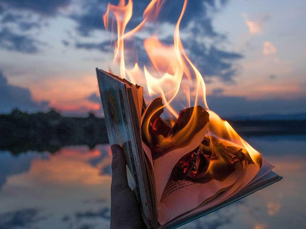 libro bruciato