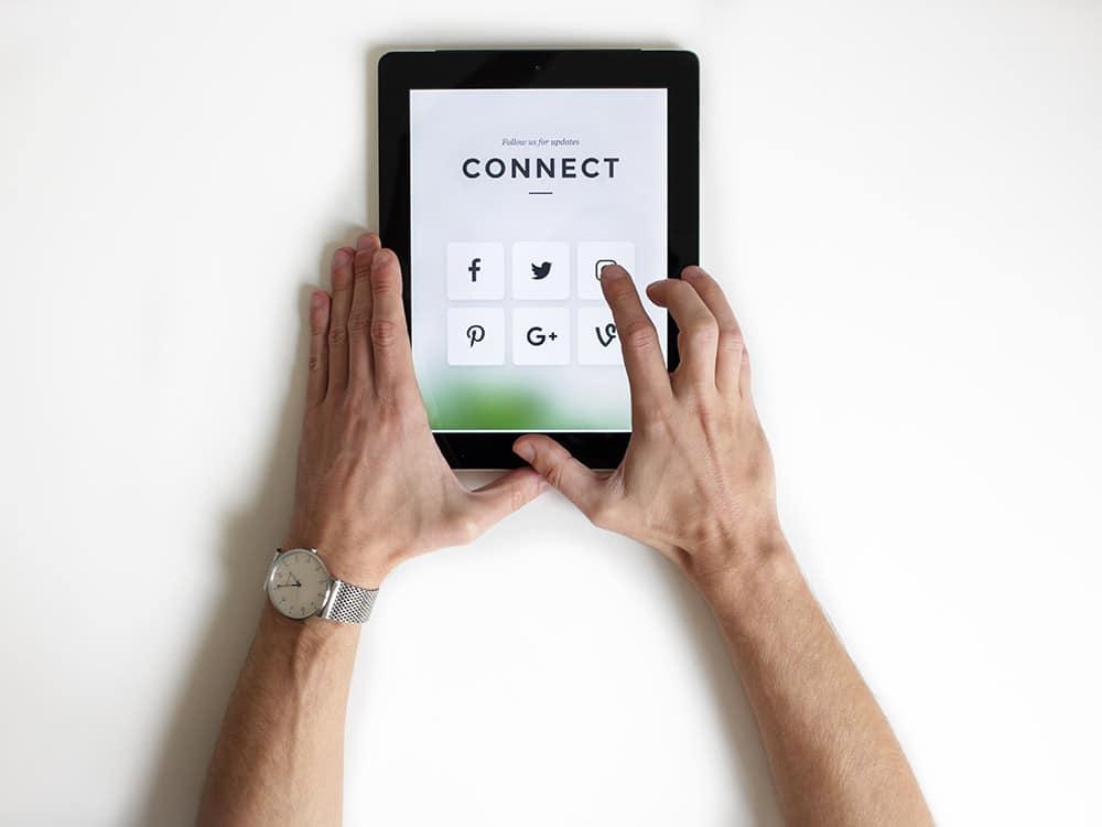"mondo digitale=unsplash&utm_medium=referral&utm_content=creditCopyText"">Unsplash</a>"